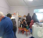 2015 HangiPrep Room 8 and 9 Parents in the kitchen Hangi June 2015
